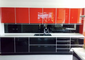 Ferrarini-red-glass-backsplash-kitchen